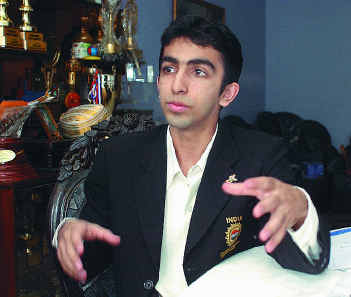 Pankaj Advani's Headshot