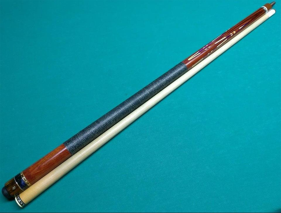 pool-cue-with-ke.jpg