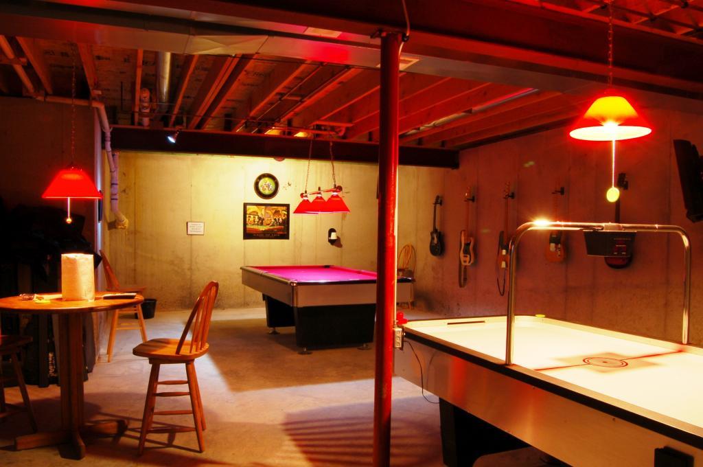 My new basement billiard room a work in progress for Basement billiard room ideas